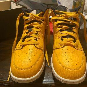 Air Jordan's youth 7